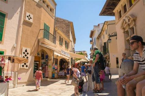 Market day in old town - Picture of Alcudia Old Town