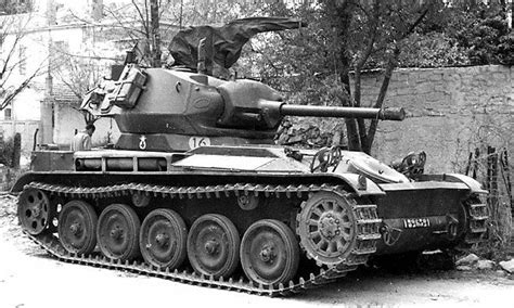 Char leger AMX-13 French Army 9th Hussard with a M24